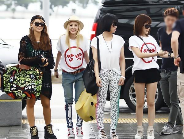 Muôn kiểu diện áo phông trắng của các kiều nữ Kpop